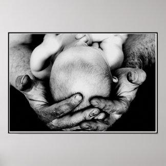 Die sicheren schützenden Hände des Vaters Poster