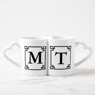 Die Tassen des Monogramm-Paares
