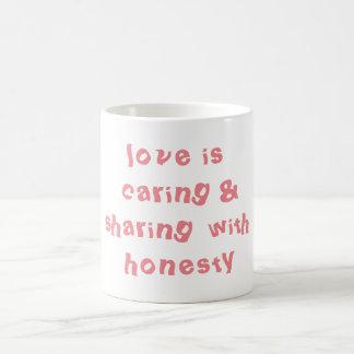 Die teilende Liebe und kümmerte sich Kaffeetasse