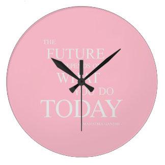 Die Zukunft, die motivierend Zitat-Rosa-Uhr Große Wanduhr
