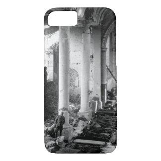 Diese zerbrochene Kirche im of_War Bild der Ruinen iPhone 8/7 Hülle