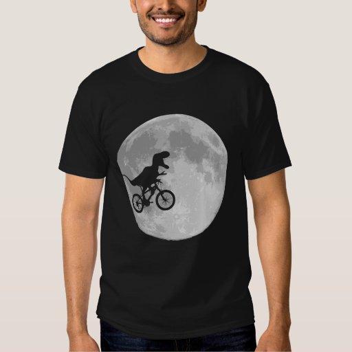 Dinosaurier auf einem Fahrrad im Himmel mit Mond Tshirt