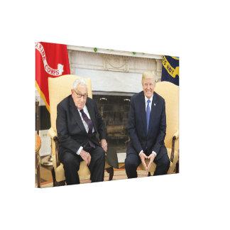 Donald Trump mit Henry Kissinger Leinwanddruck