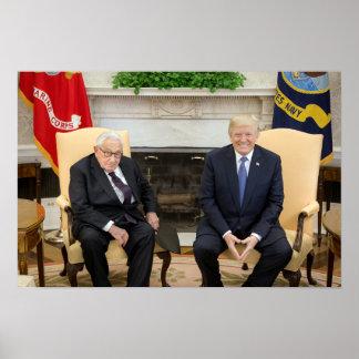 Donald Trump mit Henry Kissinger Poster