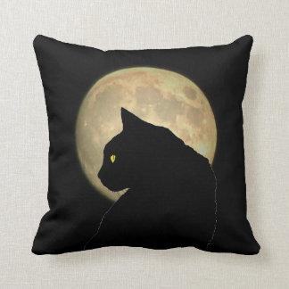 Doppelseitige schwarze Katze und Vollmond Kissen