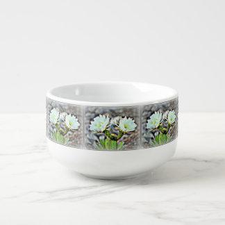 Doppelte Kaktus-Blüte in der Frost-Suppen-Tasse Große Suppentasse