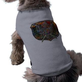 Doppelter Adler u. gekreuztes T-Shirt