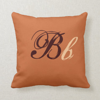 Doppeltes b-Monogramm in Brown und in Beige I Kissen