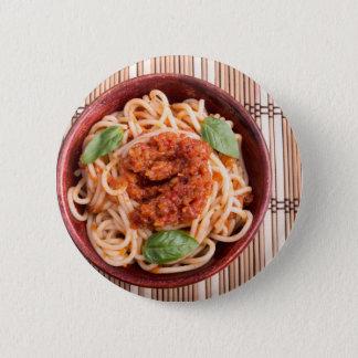 Draufsicht dünnen Spaghettis in einem braunen Runder Button 5,1 Cm