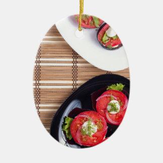 Draufsicht einer Platte der gedämpften Aubergine Keramik Ornament