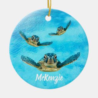 Drei schwimmende Meeresschildkröten Keramik Ornament