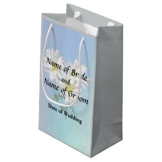 Drei weiße Gänseblümchen, die Produkte Wedding Kleine Geschenktüte