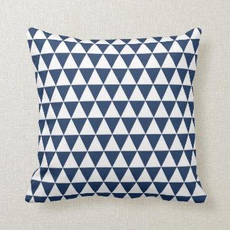 Dreieck-geometrisches Muster-Marine-Blau Kissen