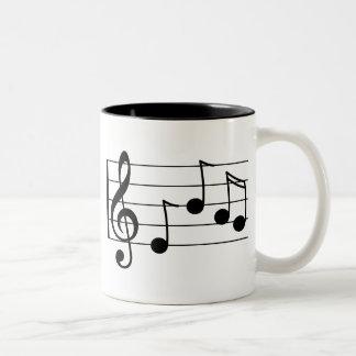 Dreifacher Clef und Personal der musikalischen Zweifarbige Tasse