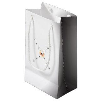 Dreizehn Schädel-unheimliches orange Kleine Geschenktüte