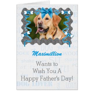 Du chien la fête des pères pour le papa dans carte de vœux