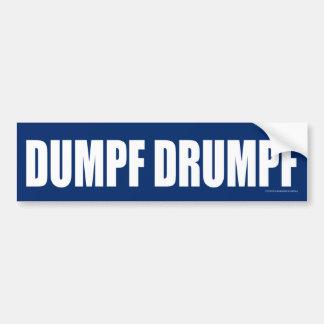 DUMPF DRUMPF (weiß auf Blau) Autoaufkleber
