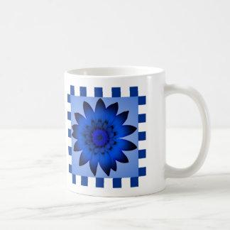 Dunkelblaue Gänseblümchen-Blume, Muster-Streifen - Kaffeetasse