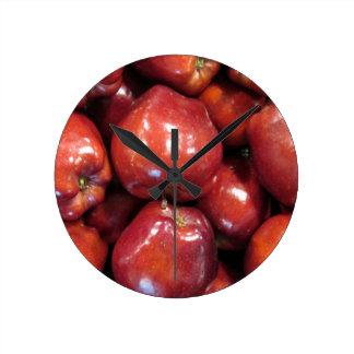 Dunkelrote Äpfel Runde Wanduhr