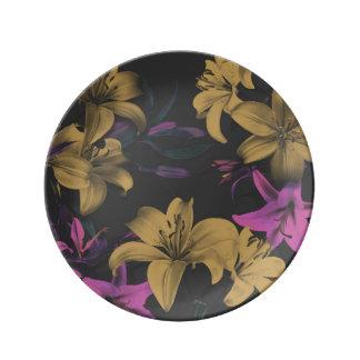 Dunkle dekorative Porzellan-mit Blumenplatte Teller