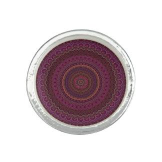 Dunkler lila Mandala Foto Ring