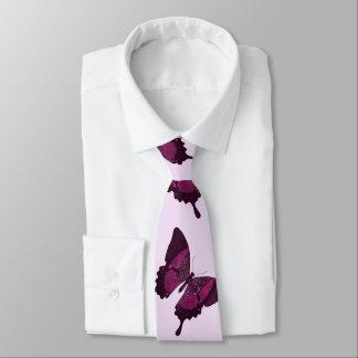 Dunkler rosa Schmetterling mit hellrosa backround Bedruckte Krawatte