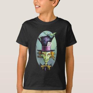 Dunkler wütender Hutmacher von der Alicen im T-Shirt
