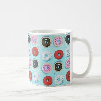 Dutzende der Schaumgummiring-Kaffee-Tasse Tasse