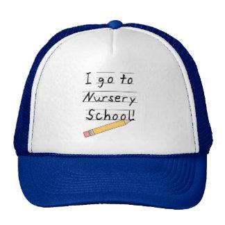 École maternelle rayée de papier et de crayon casquette