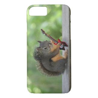 Eichhörnchen, das E-Gitarre spielt iPhone 7 Hülle