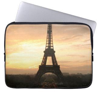 Eiffelturm am Sonnenaufgang vom Trocadero Laptop Schutzhülle