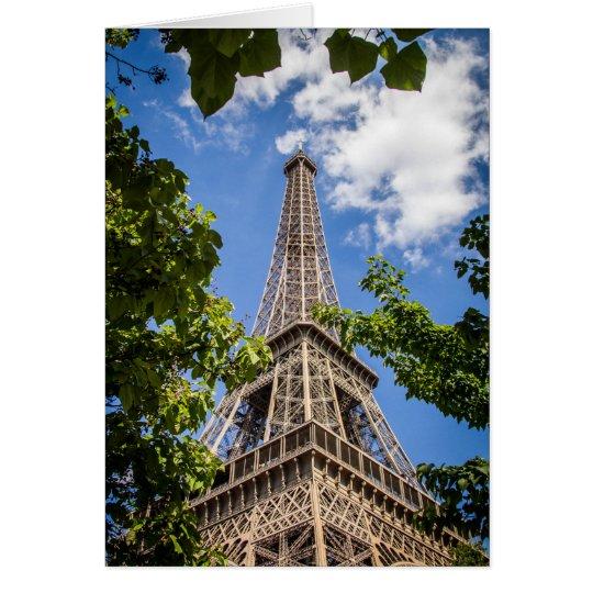 Eiffelturm zwischen den Bäumen Grußkarte