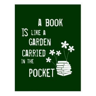Ein Buch ist wie ein Garten in der Tasche Postkarte