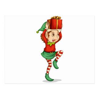 Ein Elf mit einem Geschenk über seinem Kopf Postkarte