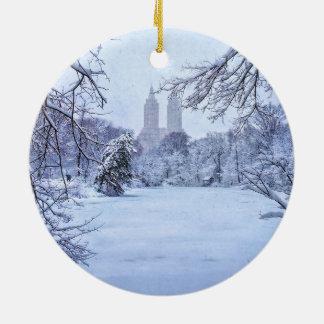 Ein gefrorener Teich im Central Park Rundes Keramik Ornament