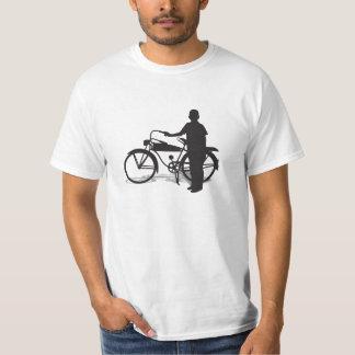 Ein Junge und Hist neues ein Fahrrad T-shirts