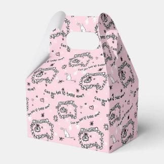 Ein Kasten bedeckt in den Katzengammlern Geschenkschachtel
