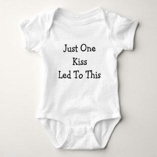 Ein Kuss geführt zu dieses Baby Strampler