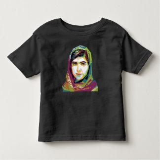 Ein Mädchen-Kleinkind-dunkler Jersey-T - Shirt