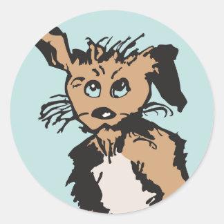 Ein niedlicher Hund mit blauen Welpen-Augen Runder Aufkleber