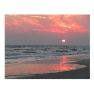 Ein perfekter Sonnenuntergang - Eichen-Insel, NC Postkarte