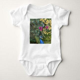 Ein Pfau und die Taube in einer Welt der Orchideen Baby Strampler