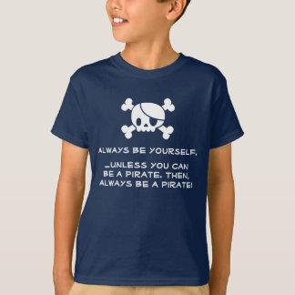 """Ein Piraten-"""" T - Shirt immer des Kindes """"seien"""