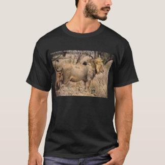 ein schwarzes Löwe-Shirt T-Shirt