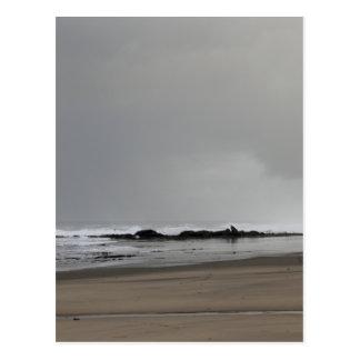 Ein stürmischer Tag am Strand Postkarte