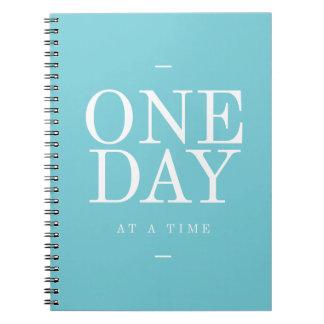 Ein Tag - Ziel-Inspirational Zitat-aquamarine Notizblock