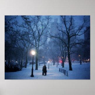 Ein warmer Kuss auf einer kalten Nacht Poster