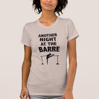 Eine andere Nacht am Barreballett-T - Shirt