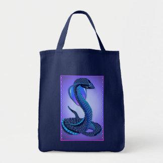 Eine große blaue Schlangen-Taschen Tragetasche