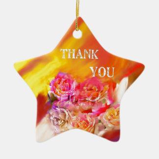 Eine Hand voll des Dankes neigt in Richtung zu Keramik Stern-Ornament